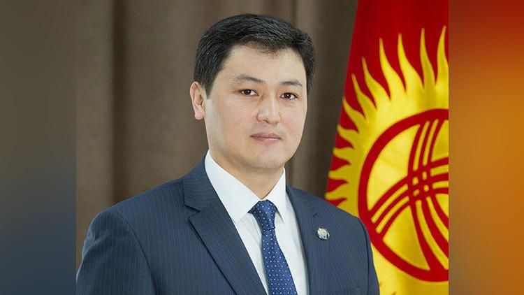 Улукбек Марипов мекендештерди Кыргызстандын мамлекеттик туусунун күнү менен куттуктады