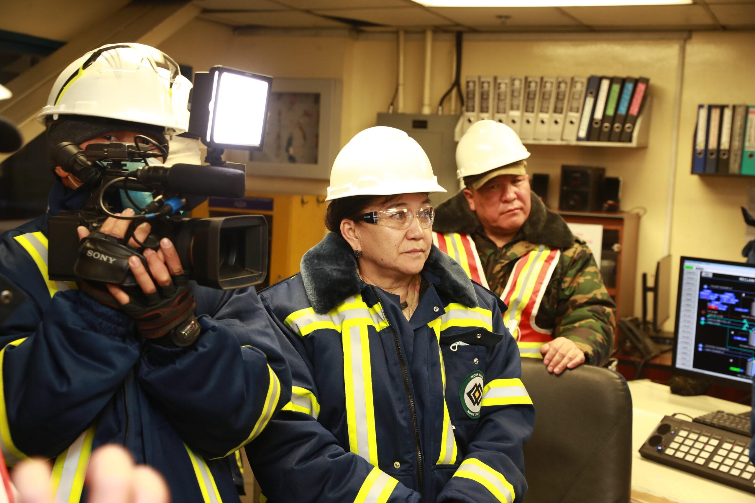 Айнуру Алтыбаева: Кумтөр тонналаган таза сууга алтын жууйт, бирок ага акча төлөбөйт