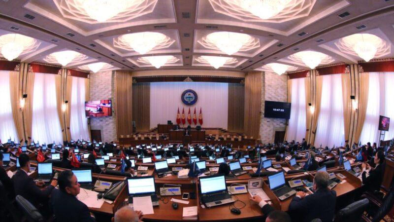 Депутаттар тарабынан бир катар экономикалык-социалдык көйгөйлөр айтылды