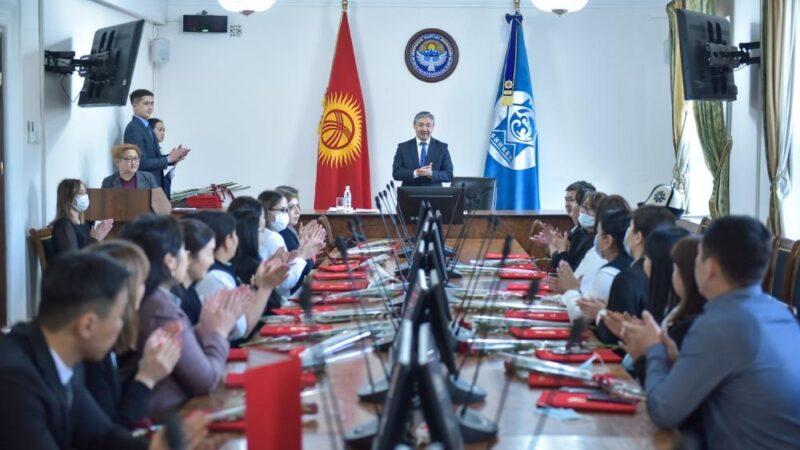 Бишкек шаардык мэриясы сот системинин кызматкерлерин кесиптик майрамы менен куттуктады