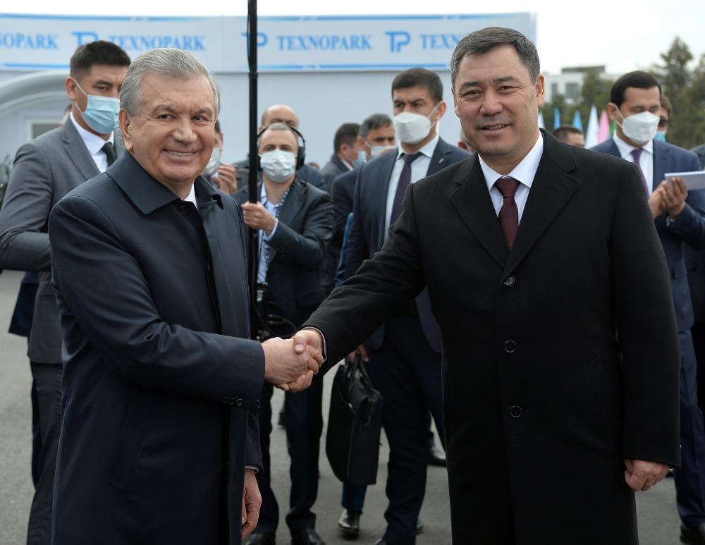 Өзбекстан Кыргыз өлкөсүнө 20 «Тез жардам» унаасын белекке берди