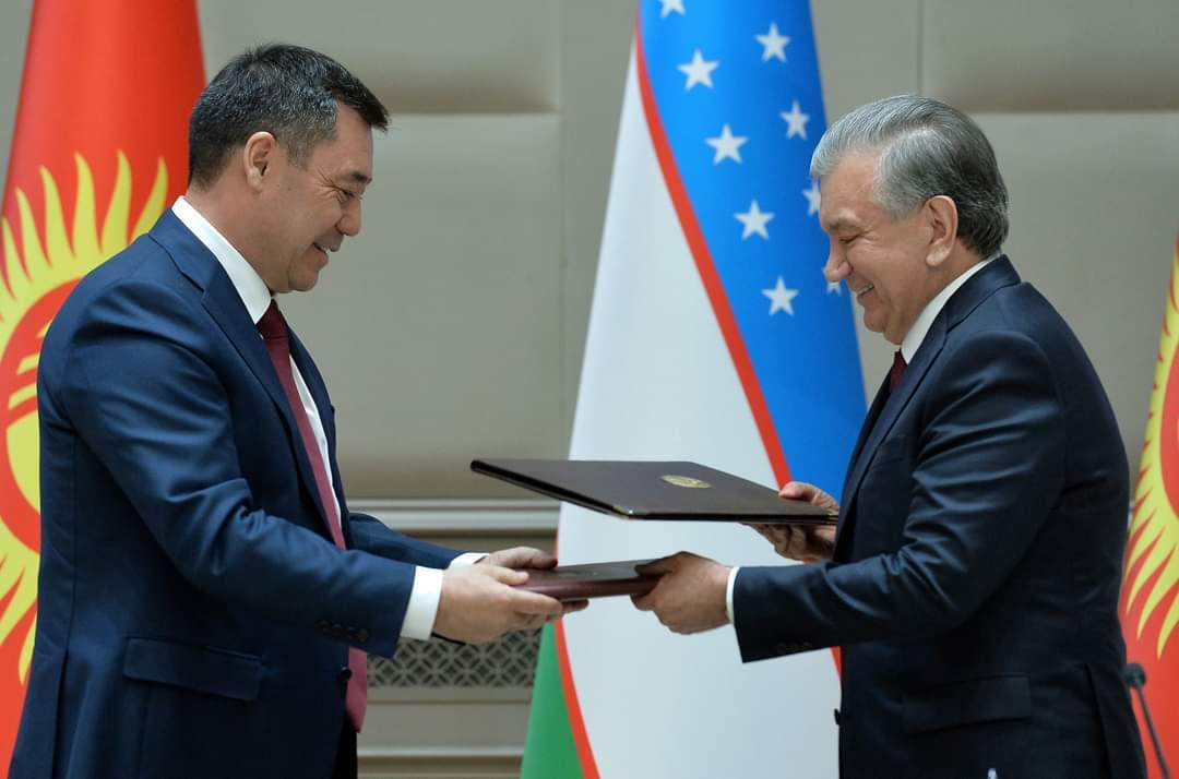 Президенттин Өзбекстанга сапарында 22 документке кол коюлду
