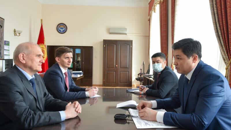 Премьер-министр Улукбек Марипов Орусиянын Кыргызстандагы элчиси Николай Удовиченкону кабыл алды