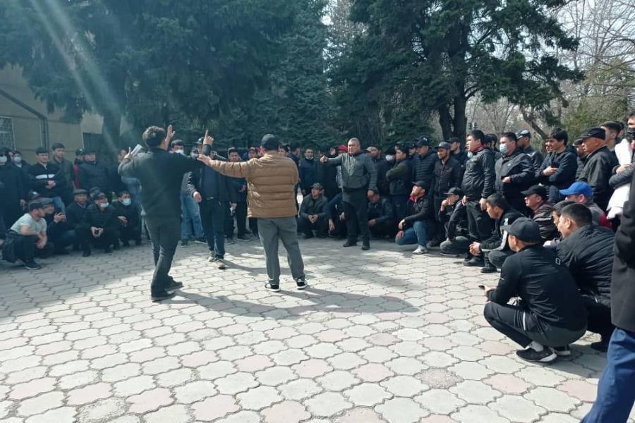 Бишкекте айдоочулар Абхазиянын номуру менен жүрүүгө уруксат берүүнү талап кылышууда