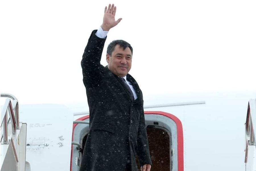 Президент Садыр Жапаров Өзбекстанга мамлекеттик сапар менен жөнөп кетти