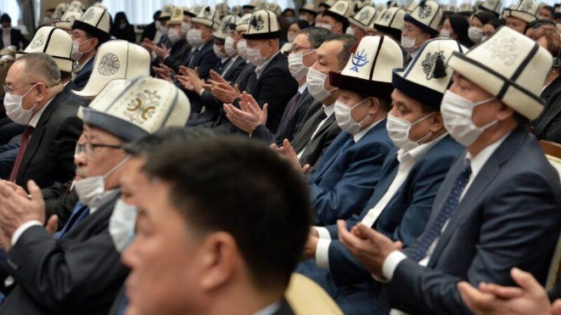 Президент Садыр Жапаров судьяларды таза жана акыйкат иштөөгө чакырды
