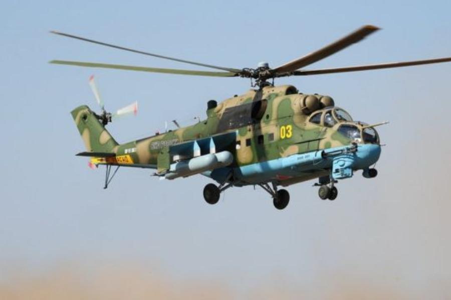 Өзбекстан кыргыз аскерлерине тик учак белек кылат