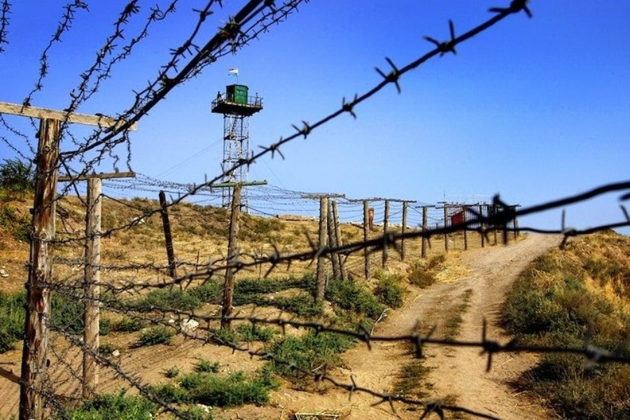 Тажикстанда кармалып турган 12 кыргызстандык мекенине кайтарылды