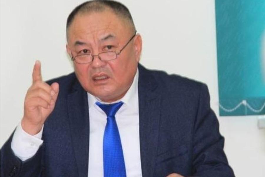 Узакбаев: Вирус менен микробдун айырмасын билбеген адам жетекчи болсо…