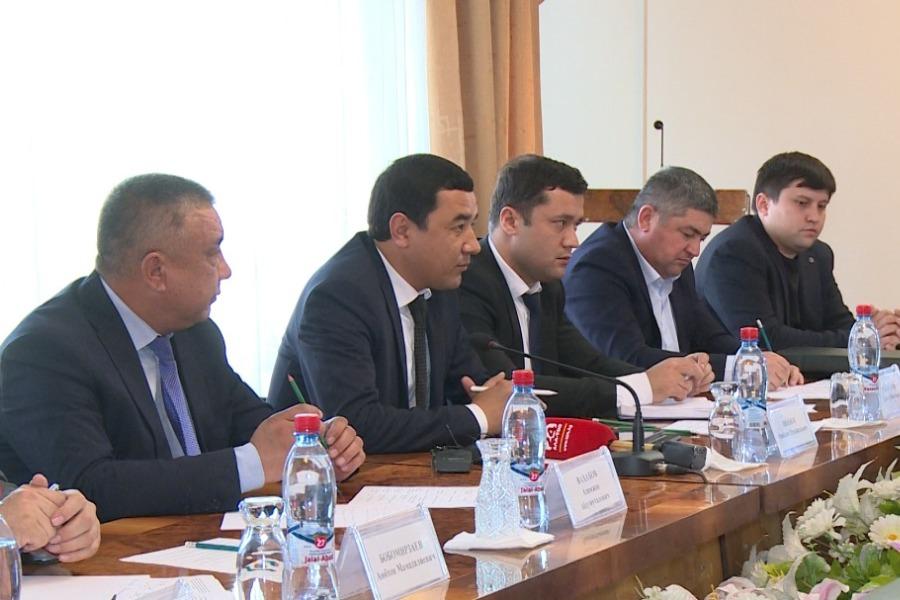 Жалал-Абадга Наманган облусунун жетекчилиги баштаган делегация келди
