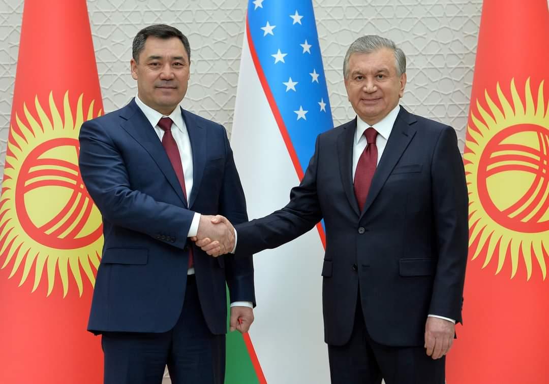 Кыргызстан менен Өзбекстандын президенттери жолугушту (ФОТО)