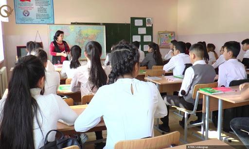 Бишкекте 1-апрелден тарта бардык класстын окуучулары мектепке барып  окуй баштайт