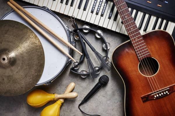 УКМК: Музыкалык окуу жайда аспаптарды алууда ашыкча сумма көрсөтүлгөн