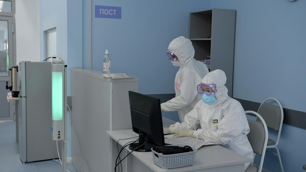 Бишкекте 70 окуучу, 31 мугалимден коронавирус, пневмония катталды