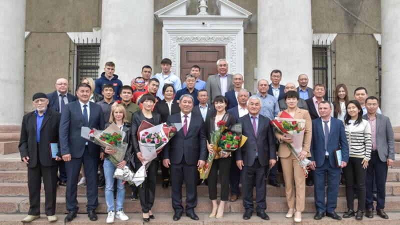 Бишкек мэриясы лицензия алган спортчулардын ар бирине 100 миң сомдон ыйгарды