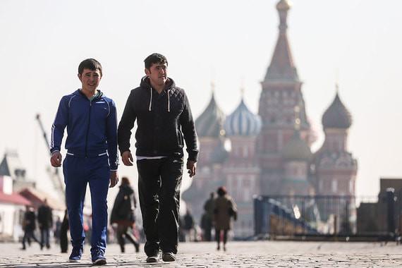 Өзбекстан Россиядагы жарандарын депортациядан коргоп, элчиликте каттоого ала баштады