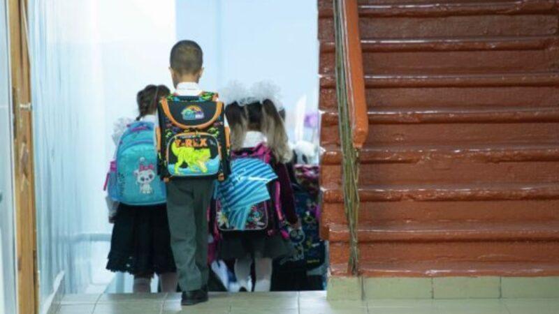 Бишкекте 12-апрелден бала бакчалар жабылып, окуучулар онлайн окуй башташат