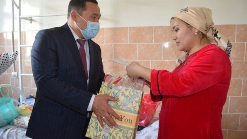 Жалал-Абадда мэр үч эмди төрөтканадан чыгарып, 15 миң сом тапшырды