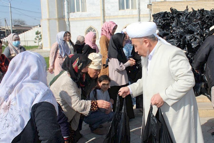 Ошто Рамазан айына карата 500 үй-бүлөгө жардам баштыкчалары таратылды