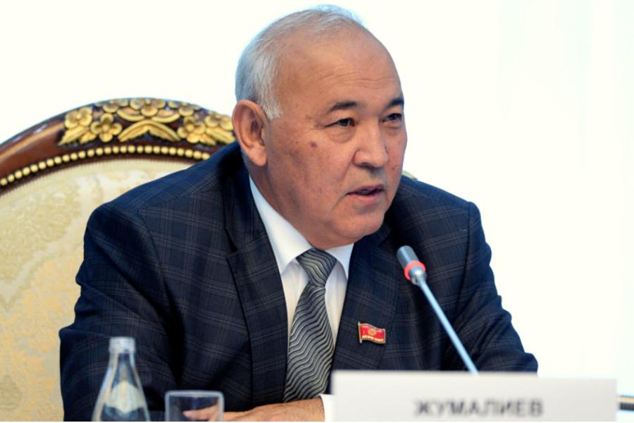 Кубанычбек Жумалиев депутаттык мандатын тапшырды