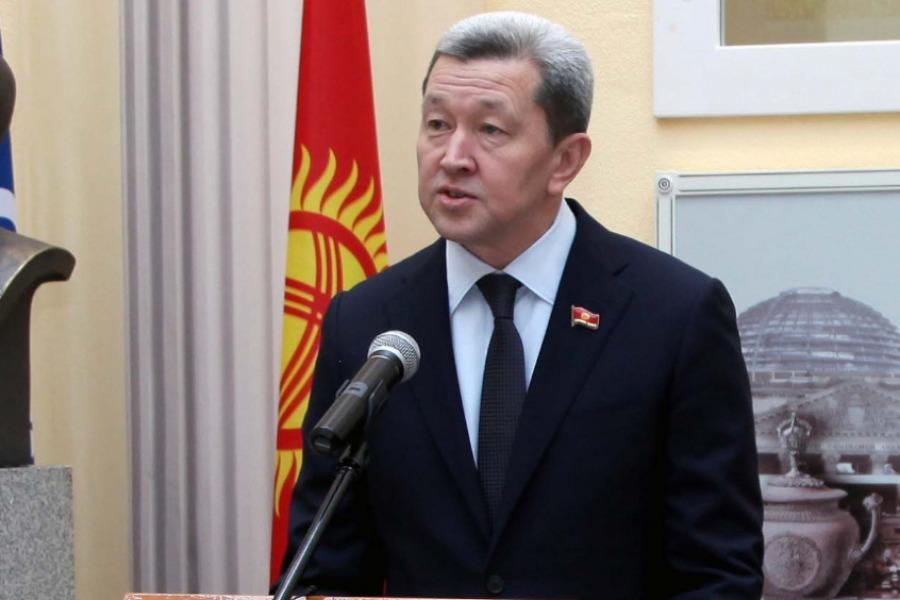 Жогорку Кеңештин депутаты Жаныбек Бакчиев мандатын тапшырды