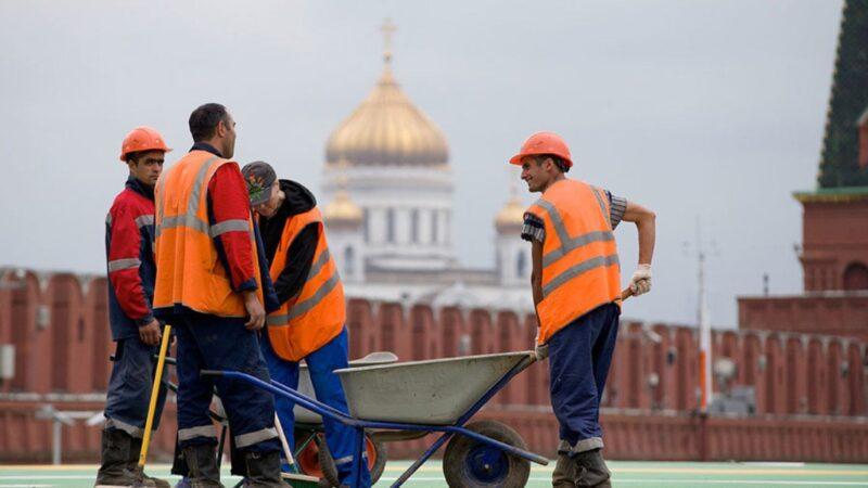 Орусия мыйзамсыз жүргөн мигранттардын мөөнөтүн узартмай болду