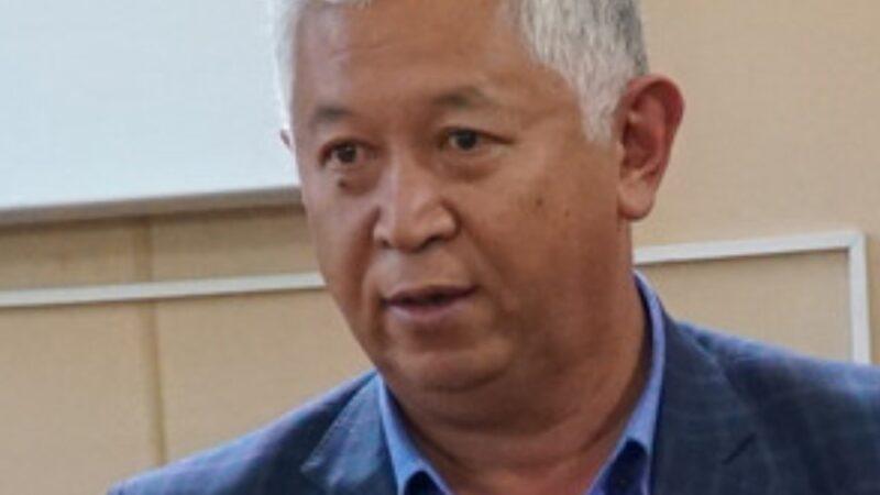 Кыяс Молдокасымов: Кыргыздар «уу коргошунду» баатырларга берип денесин ууга көндүргөн