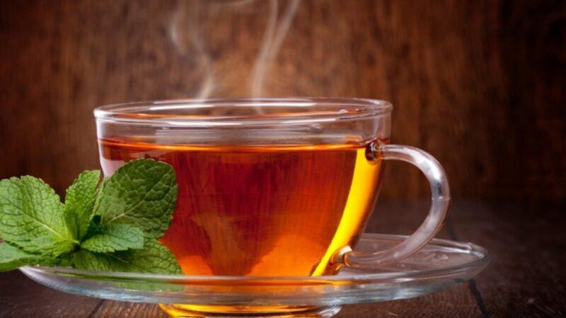 Чыныга толтура чай куюп берүү, ушуну ичип кетиңиз деген белги