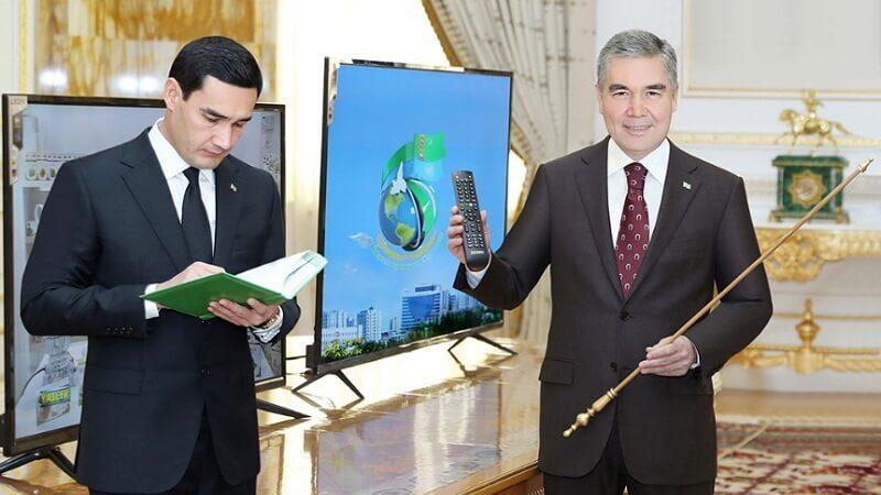 Түркмөн Президенти уулуна «Эмгек сиңирген ит багуучу» наамын ыйгарды