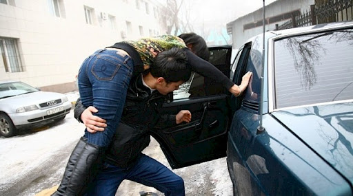 Бишкекте өзүнөн 3 жаш улуу кызды ала качкан жаран кармалды
