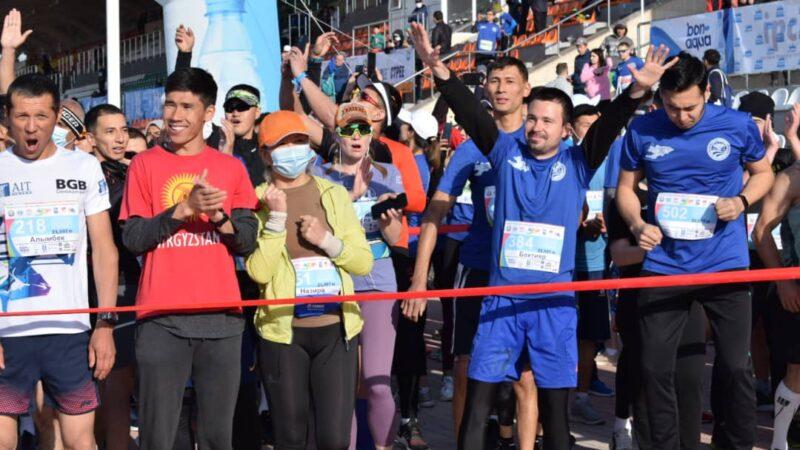 Ысык-Көлдө Президенттин катышуусунда эл аралык марафон өтүп жатат