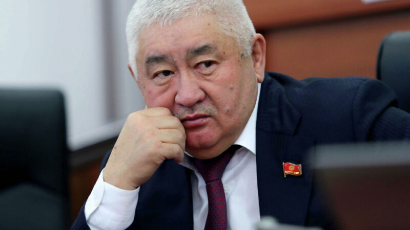 БШК Зарылбек Рысалиевдин депутаттык ыйгарым укуктарын мөөнөтүнөн мурда токтотту