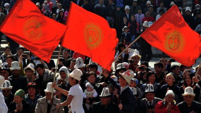 Президент кыргыздардын бүткүл дүйнөлүк курултайын өткөрүүнү демилгеледи
