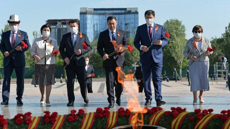 9-май Жеңиш күнүнө карата кыргыз элин кайсы президенттер куттукташты?
