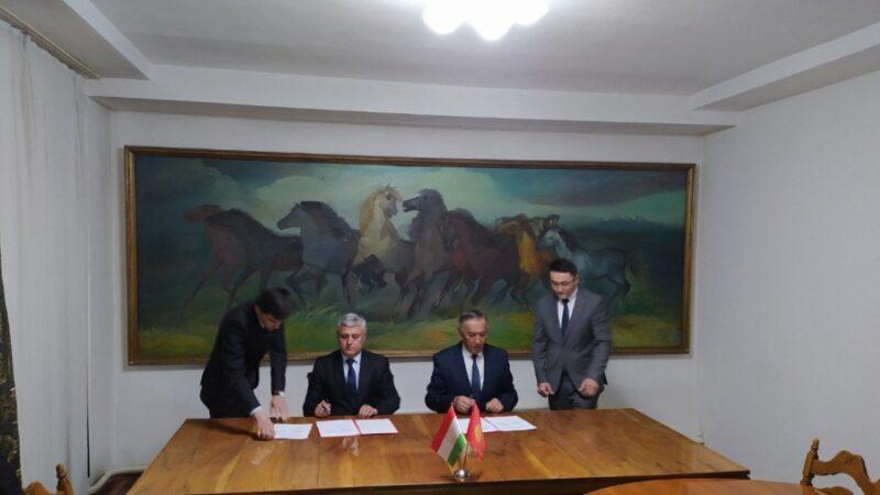 Кыргыз-тажик өкмөттүк делегациялардын топографиялык жумушчу тобу протоколго кол койду