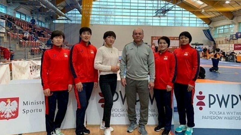 Кыргызстандын чемпион кыздары Польшадагы эл аралык мелдешке даярдана баштады
