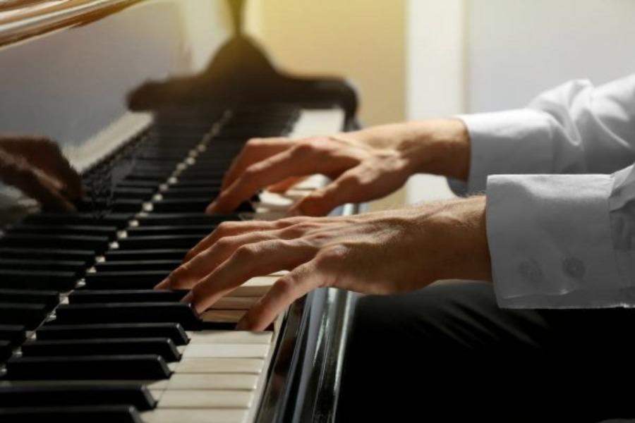 Бишкекте пианисттер арасында республикалык сынак өтөт