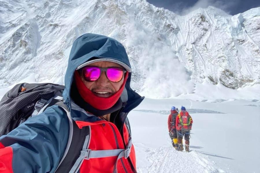 Кыргызстандык Эдуард Кубатов  эң бийик чоку болуп саналган Эверест чокусун багындырды