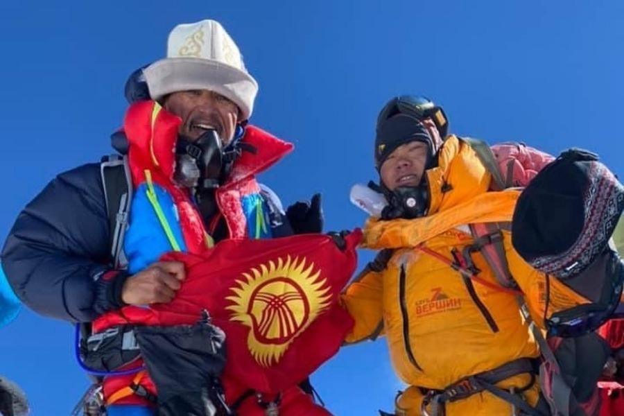 Эвересттин чокусунан кыргыз элине кайрылуу жасаган Кубатовдун видеосу