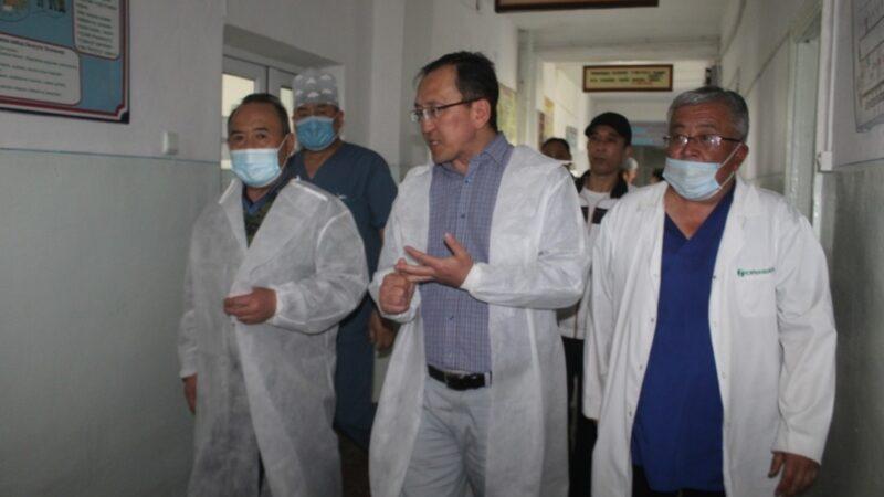 Кыргыз-тажик чек арасында жараат алган 88 жаранга өкмөт кам көрөөрүн билдирди