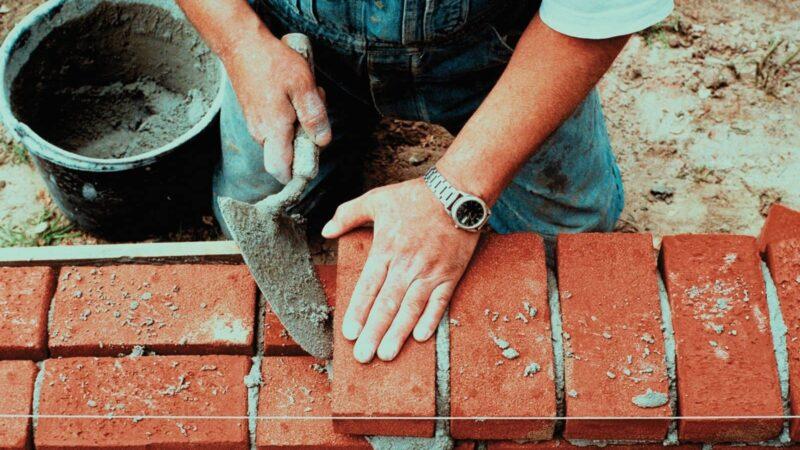 Курулуш материалдарынын баасы өсүүдө, цемент менен кирпичти өлкө ичинде каерден арзан алса болот?