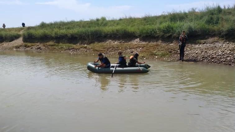 Кара-Сууда каналга агып кеткен өспүрүмдүн сөөгү Өзбекстандан, 4 күндөн кийин табылды