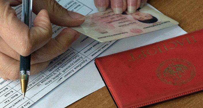 Россияда жасалма кыргыз документи менен жүргөндөр көп, 5 айда 113 факт аныкталды