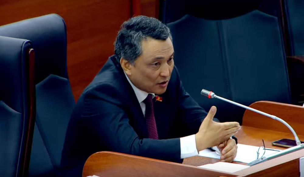 Ибраев: Улуттук банк 400 миңден айлык алып, бирок элдин көйгөйүн чечпесе жоюп салыш керек