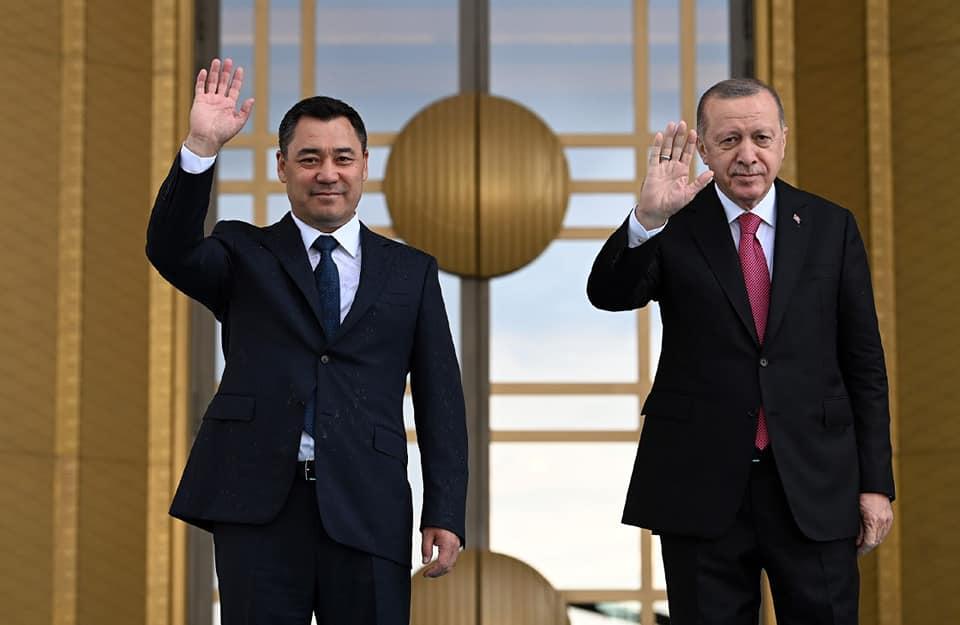 Жапаров Эрдогандан Орхан Инанды тууралуу сурап, Эрдоган аны тааныбайм деп жооп берген