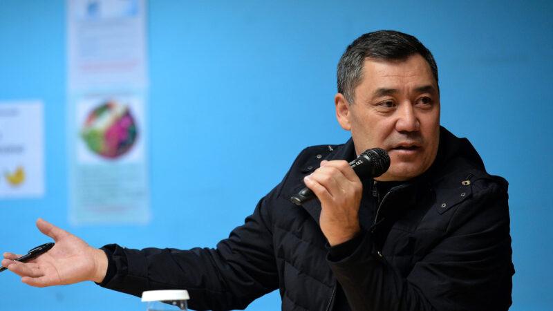 Президент Садыр Жапаров Балыкчы-Барскоон автожолун куруу маселесин иликтөөнү тапшырды