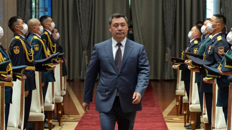 Президент Садыр Жапаров бир катар аскер кызматкерлерин сыйлады