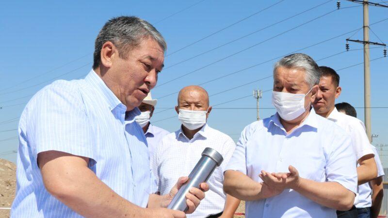 Бишкек: Мэр менен министр Кара-Жыгачтагы бала башчанын курулушун баштап берди
