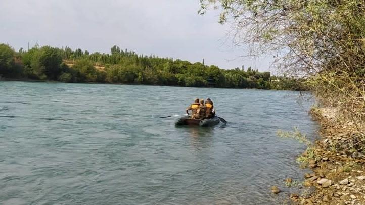 Кара-Сууда сууга агып, Өзбекстандын аймагына кирип кеткен бала табылбай жатат