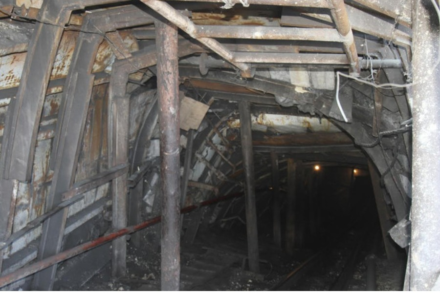 Сузакта шахтанын ичинде калып калган 2 адам көз жумду